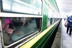 """火车将统一回归""""绿皮""""车身腰饰带区别车速(图)"""