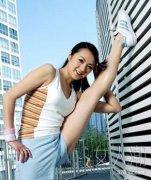 侧卧瘦身法 简易动作塑造好身材